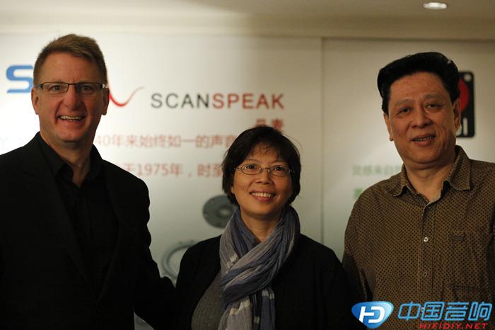 活动 先生 绅士 置换/左,scanspeak 市场总监Jann Evers;中,傲士音响总经理李小姐